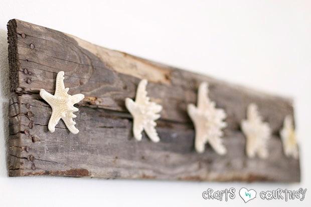 Summer Beach Decor Inspiration: Front Entrance Wall: Starfish Pallet Wall Craft