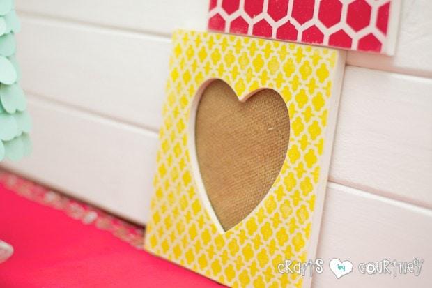 Stenciled Valentine Heart Frames: Valentine Home decor