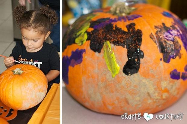 Halloween Pumpkin Decorating Party: Pumpkin Decorating Station: Pumpkin decorating with Toddlers