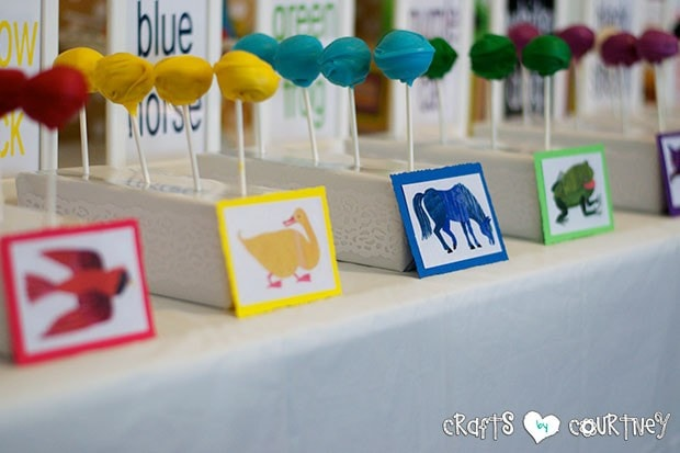 Brown Bear Birthday Party: Cakepop display