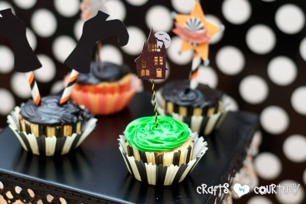 Witches and Wizards Halloween Pumpkin Decorating Party: Display Table: Cup Cakes