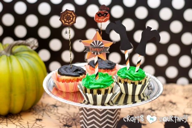 Witches and Wizards Halloween Pumpkin Decorating Party: Display Table: Cup Cake Toppers