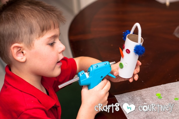 Christmas Craft: Toilet Paper Roll Snowmen: Add Your Button Mouth