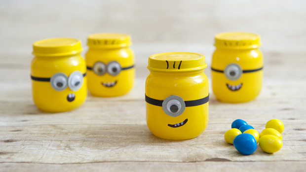 DIY Baby Food Jar Despicable Me Minion Party Favors