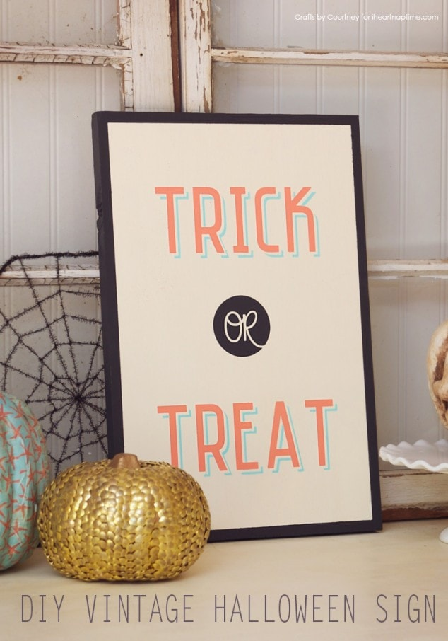 Halloween Craft: DIY Vintage Wood Halloween Sign