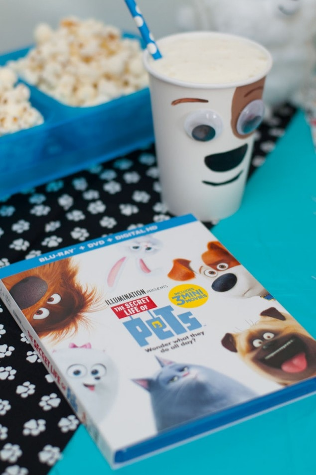 I did a fun movie night with the family and we watched The Secret Life of Pets. We decided to do a movie night theme inspired by the animated movie with dog treat cookies and hot cocoa.