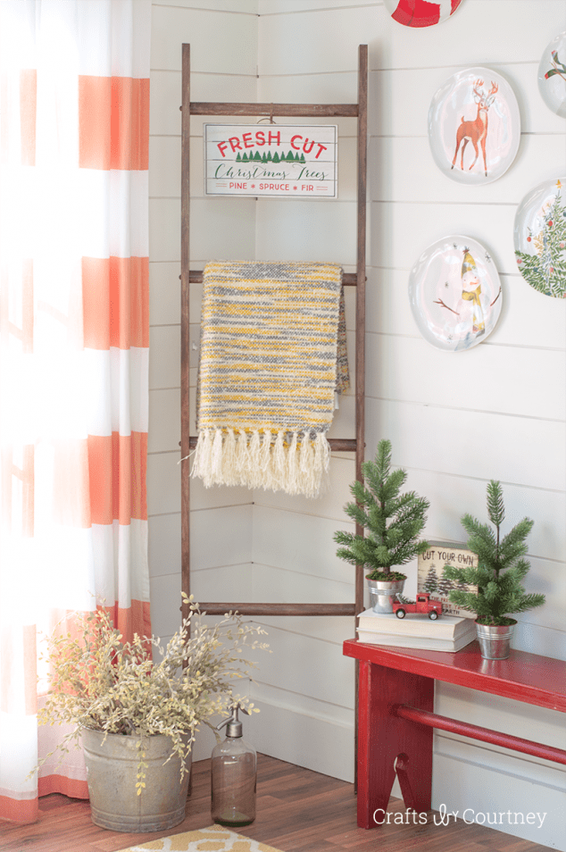 Farmhouse DIY Blanket Ladder